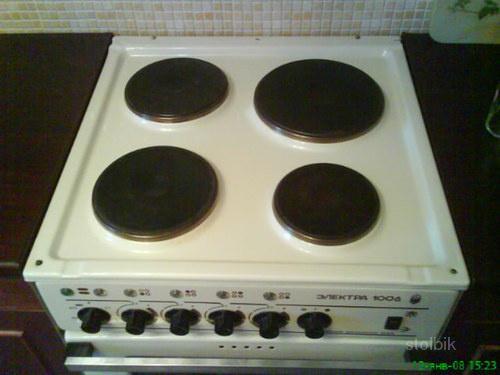 Продам кухонную плиту Электра 1006.  Состояние отличное в эксплуатации всего 3 года.  Самовывоз м. Стоимость.