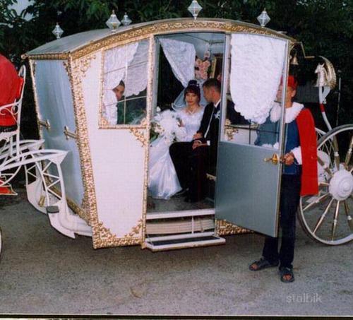Изготовление и продажа свадебных и прогулочных карет.