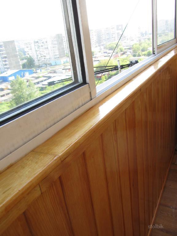 Красивый балкон. отделка деревянной вагонкой . цена - 600.00.