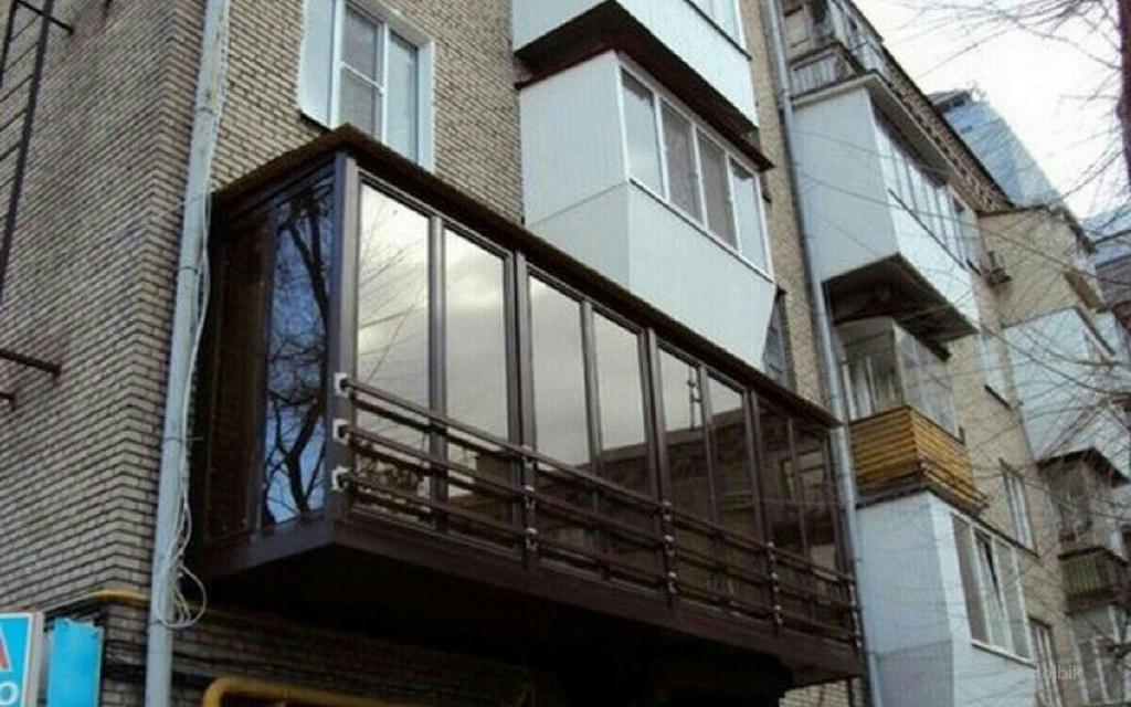Балконы снаружи.
